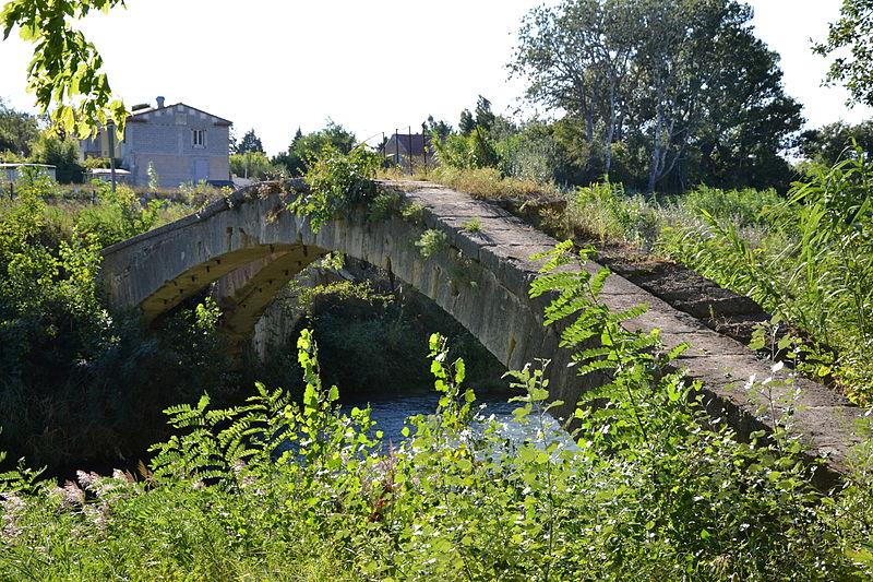 Photo du Monument Historique Pont aqueduc de la Canaù, ouvrage d'art du canal Saint-Julien sur la rivière le Coulon, situé au quartier Entre-Deux-Vallats situé à Cavaillon