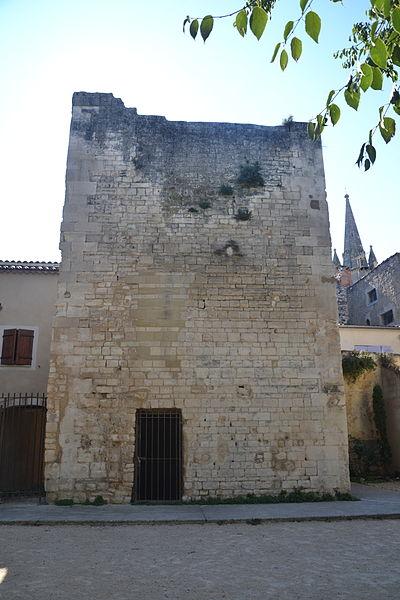 Photo du Monument Historique Tour du moulin de l'Ecole situé à Pernes-les-Fontaines