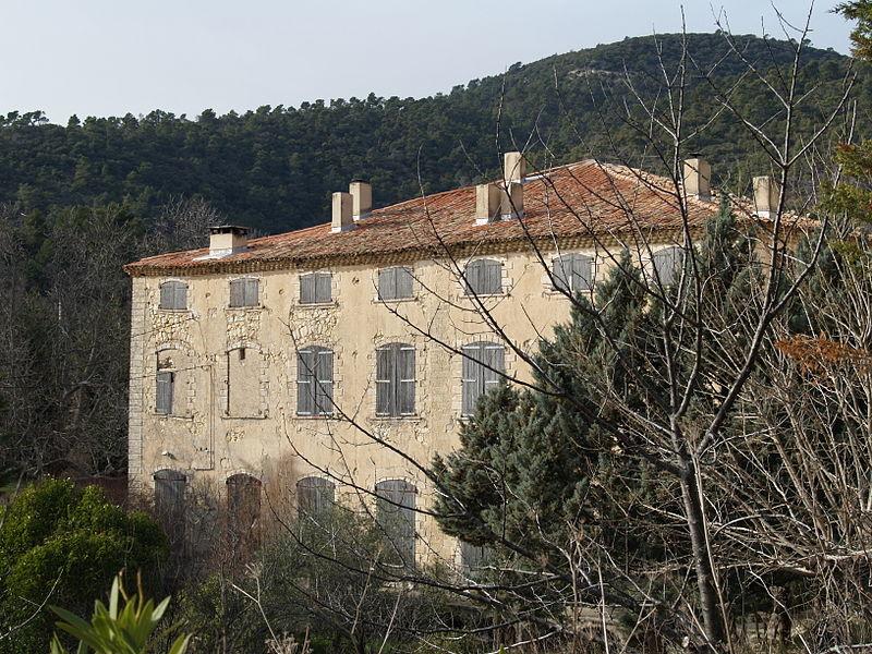 Photo du Monument Historique Château du Grand-Pré situé à Vitrolles-en-Lubéron