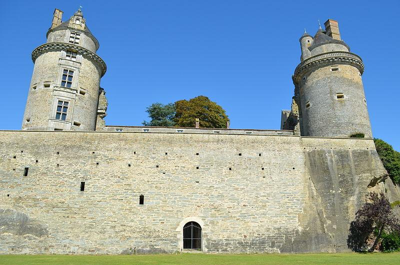 Photo du Monument Historique Château situé à Apremont