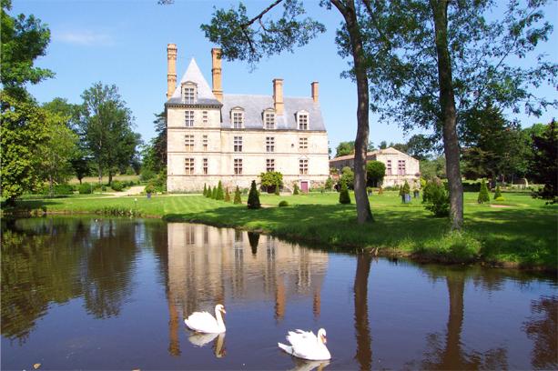 Photo du Monument Historique Château de la Guignardière situé à Avrillé