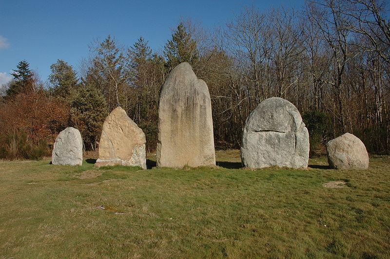 Photo du Monument Historique Menhirs situé à Avrillé