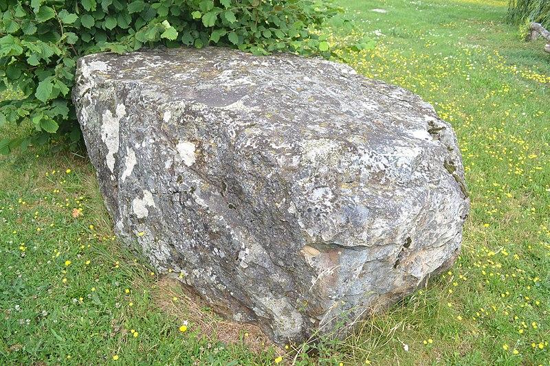 Photo du Monument Historique Polissoir ou pierre à sculpture situé à Cheffois