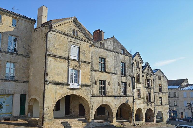 Photo du Monument Historique Maison à arcades situé à Fontenay-le-Comte