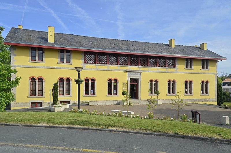 Photo du Monument Historique Bains et lavoirs publics situé à Les Herbiers