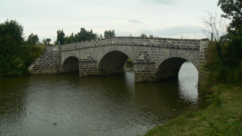Photo du Monument Historique Deux ponts du Port-La-Claye sur la rivière Le Lay (également sur communes de La Claye, Curzon, Saint-Cyr-en-Talmondais) situé à Lairoux
