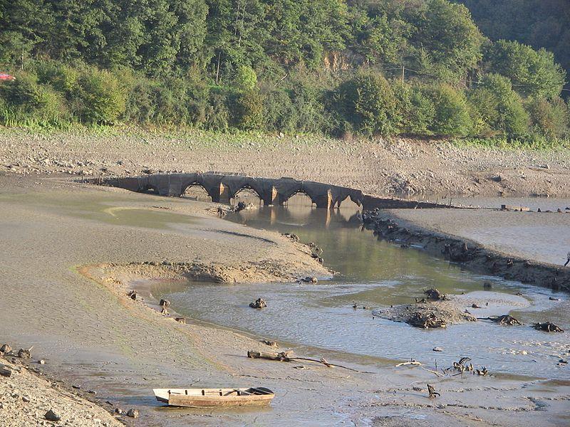 Photo du Monument Historique Pont des Ouillères (vieux) situé à Mervent
