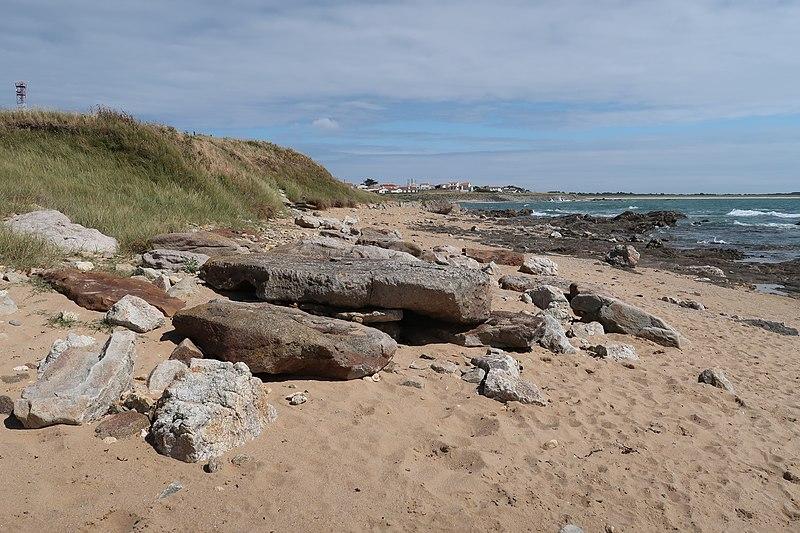 Photo du Monument Historique Dolmen dégradé situé à la pointe de l'Herbaudièr situé à Noirmoutier-en-l'Ile