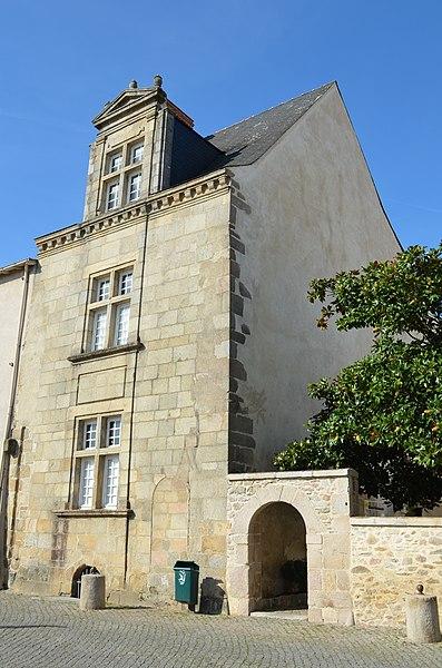Photo du Monument Historique Pavillon Renaissance situé à La Roche-sur-Yon
