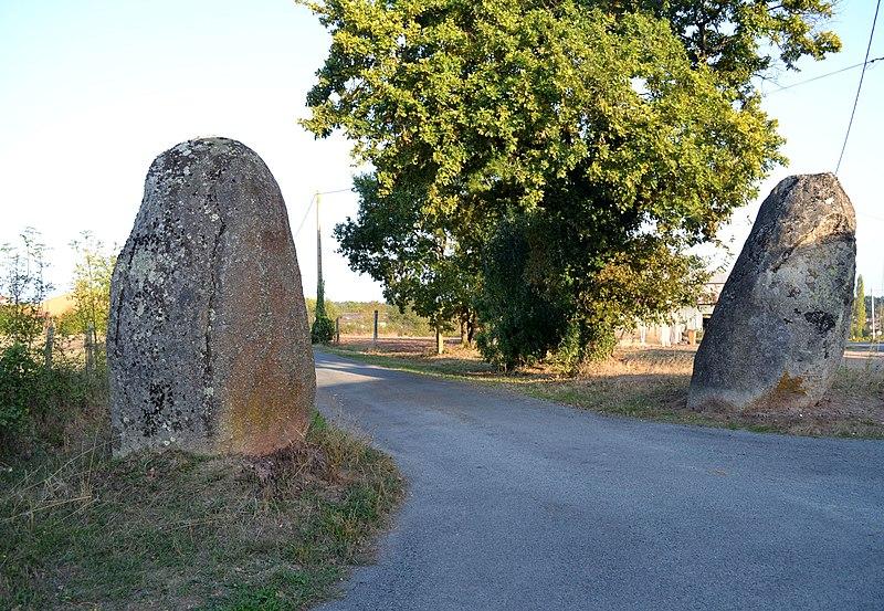 Photo du Monument Historique Menhir des Pierres-Folles du Follet situé à Rosnay