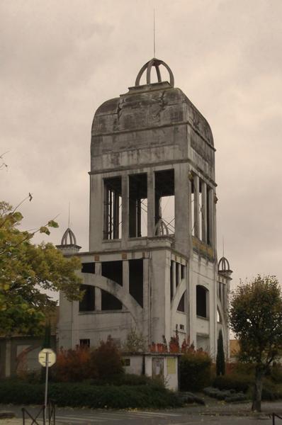 Photo du Monument Historique Château d'eau et ancienne usine d'électricité attenante situé à Luçon