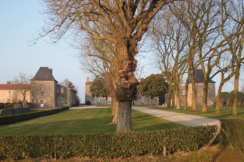 Photo du Monument Historique Manoir de la Roche-Thévenin situé à La Guyonnière