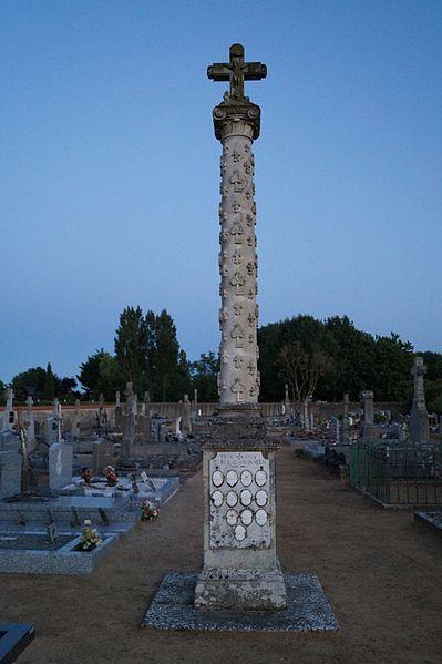 Photo du Monument Historique Croix hosannière du cimetière situé à La Jonchère