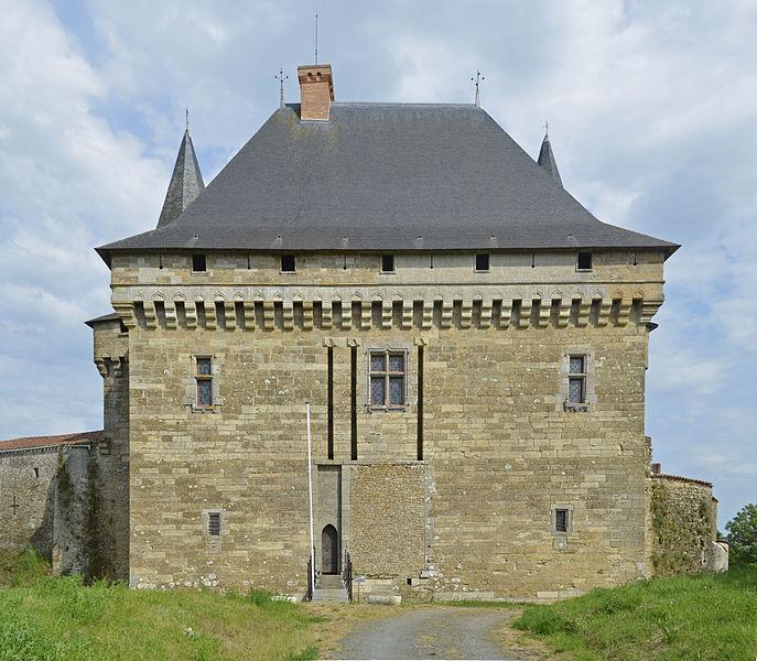 Photo du Monument Historique Château-Neuf situé à Sigournais