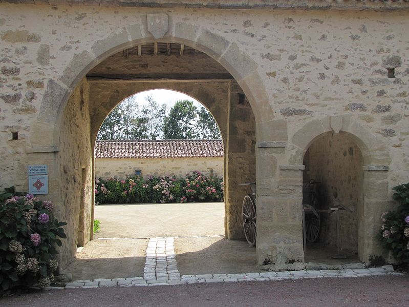 Photo du Monument Historique Logis de la Cornelière situé à Mervent