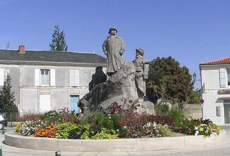 Photo du Monument Historique Monument à Georges Clemenceau situé à Sainte-Hermine