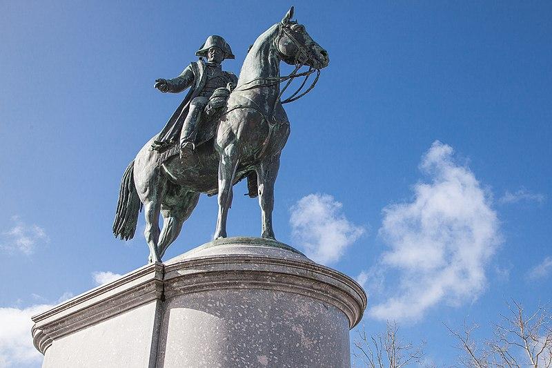 Photo du Monument Historique Statue équestre de Napoléon Ier situé à La Roche-sur-Yon