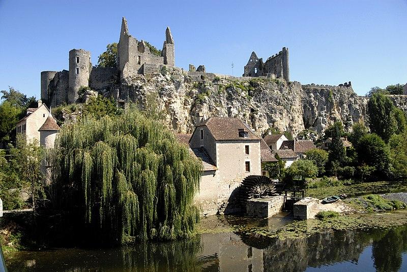Photo du Monument Historique Restes du château situé à Angles-sur-l'Anglin