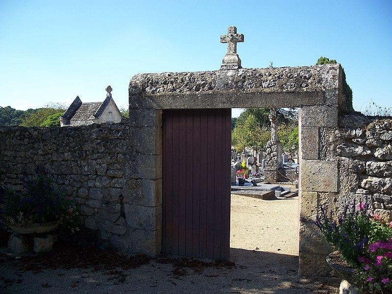 Photo du Monument Historique Cimetière de la Ville-Basse situé à Angles-sur-l'Anglin