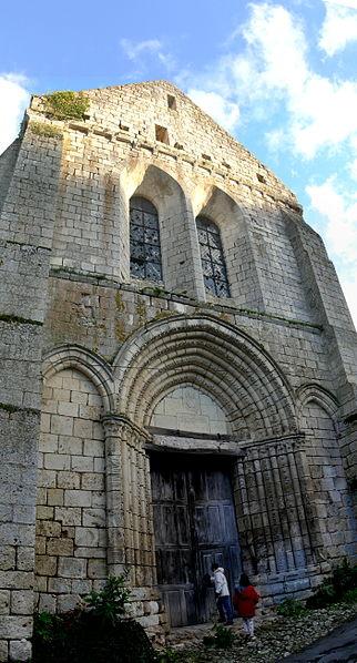 Photo du Monument Historique Ancienne église Sainte-Croix, dite aussi chapelle Sainte-Radegonde situé à Angles-sur-l'Anglin