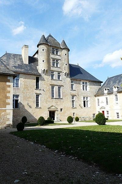 Photo du Monument Historique Château situé à Avanton