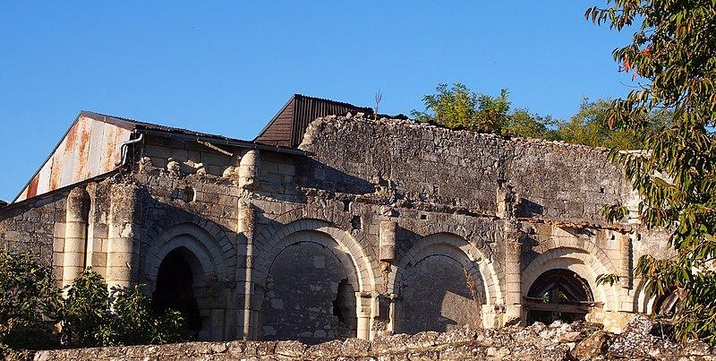 Photo du Monument Historique Vestiges du prieuré du Bas-Nueil situé à Berrie