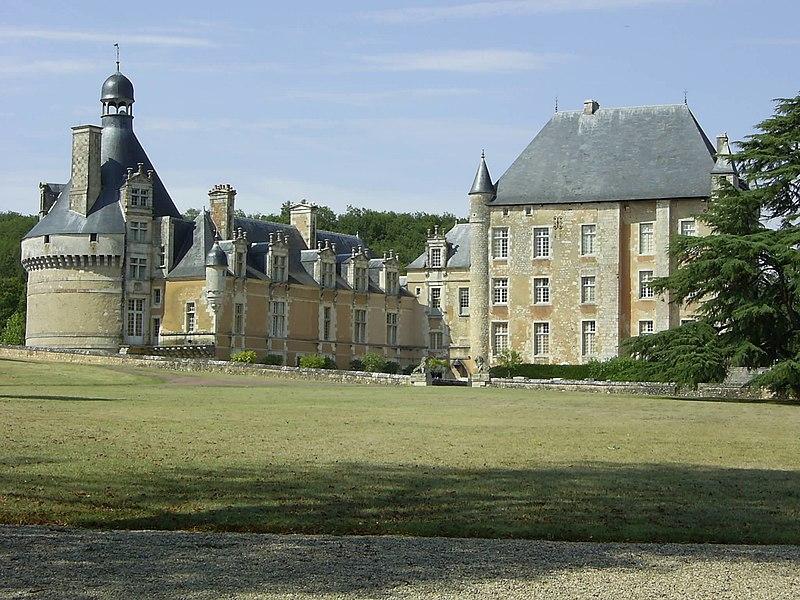 Photo du Monument Historique Château de Touffou situé à Bonnes