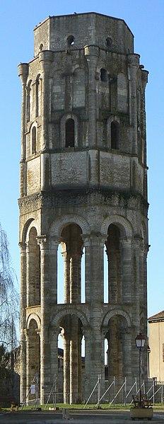 Photo du Monument Historique Ancienn abbaye Saint-Sauveur de Charroux situé à Charroux