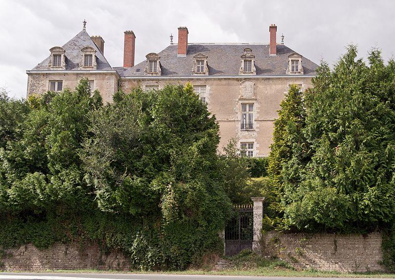 Photo du Monument Historique Château de Rochemaux situé à Charroux