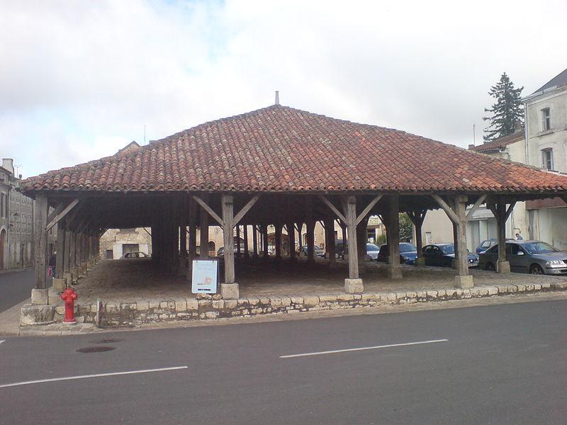 Photo du Monument Historique Vieilles halles situé à Charroux