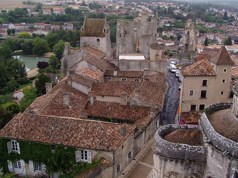 Photo du Monument Historique Château baronial ou des Evêques de Poitiers situé à Chauvigny