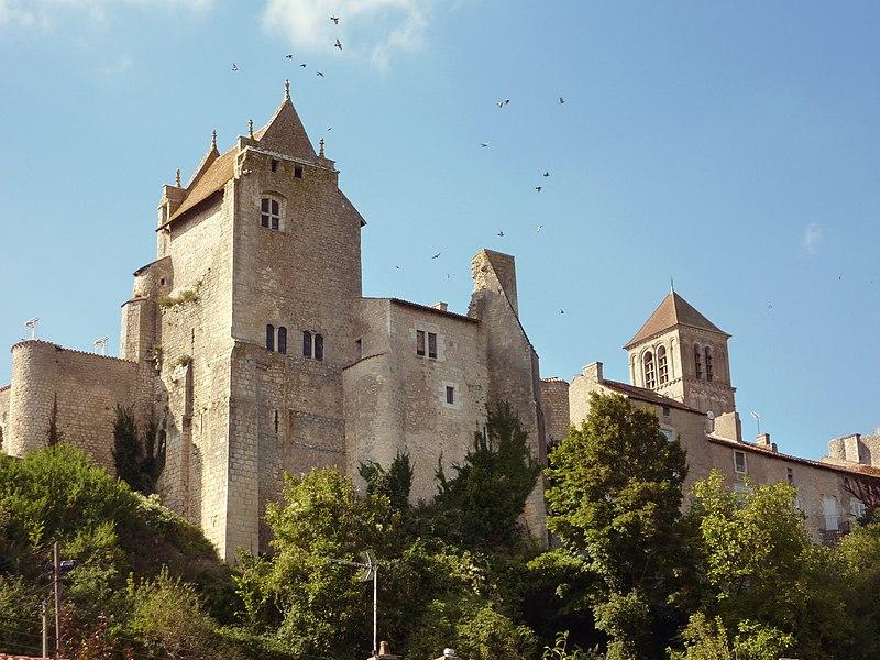 Photo du Monument Historique Château d'Harcourt situé à Chauvigny