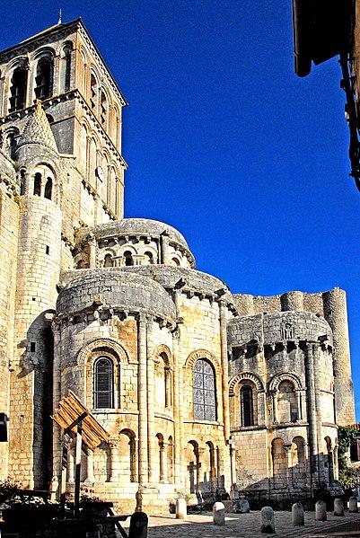 Photo du Monument Historique Eglise Saint-Pierre situé à Chauvigny