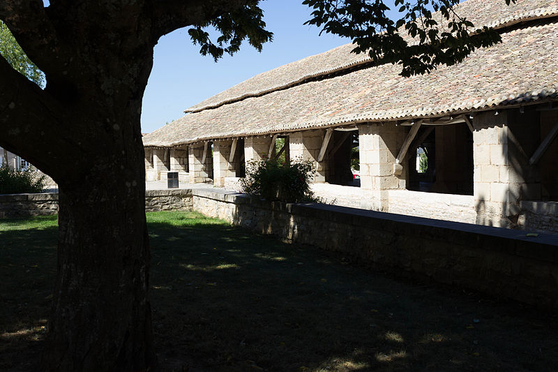Photo du Monument Historique Halles situé à Couhé