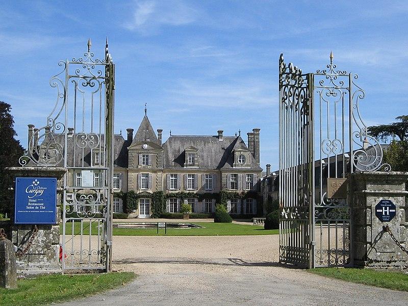 Photo du Monument Historique Domaine de Curzay situé à Curzay-sur-Vonne