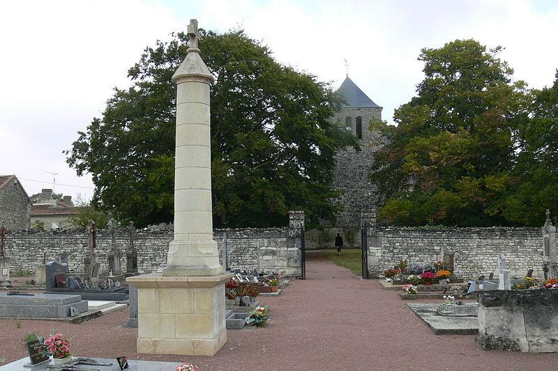 Photo du Monument Historique Croix de cimetière situé à Dercé