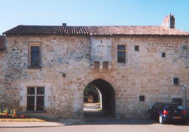Photo du Monument Historique Ancien logis abbatial situé à Fontaine-le-Comte