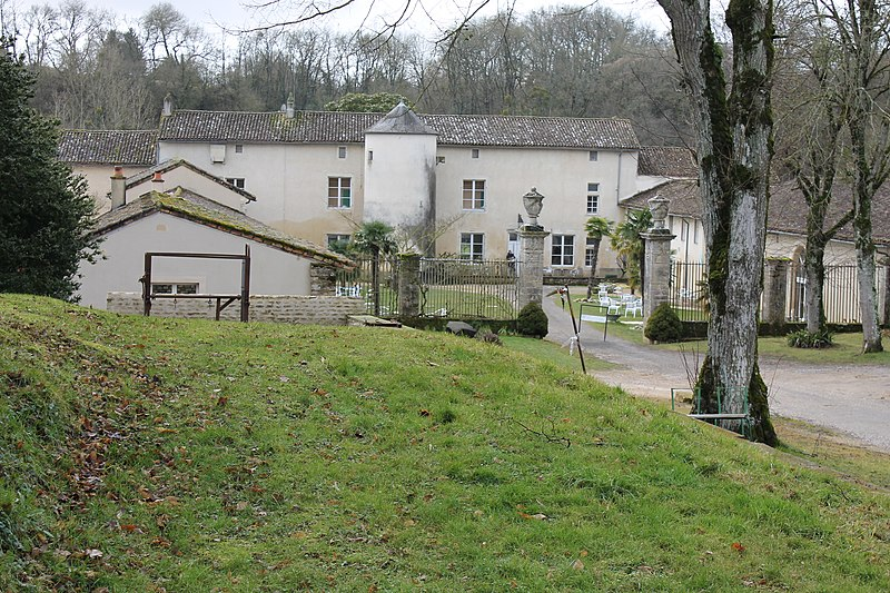 Photo du Monument Historique Château de la Cour situé à Jazeneuil