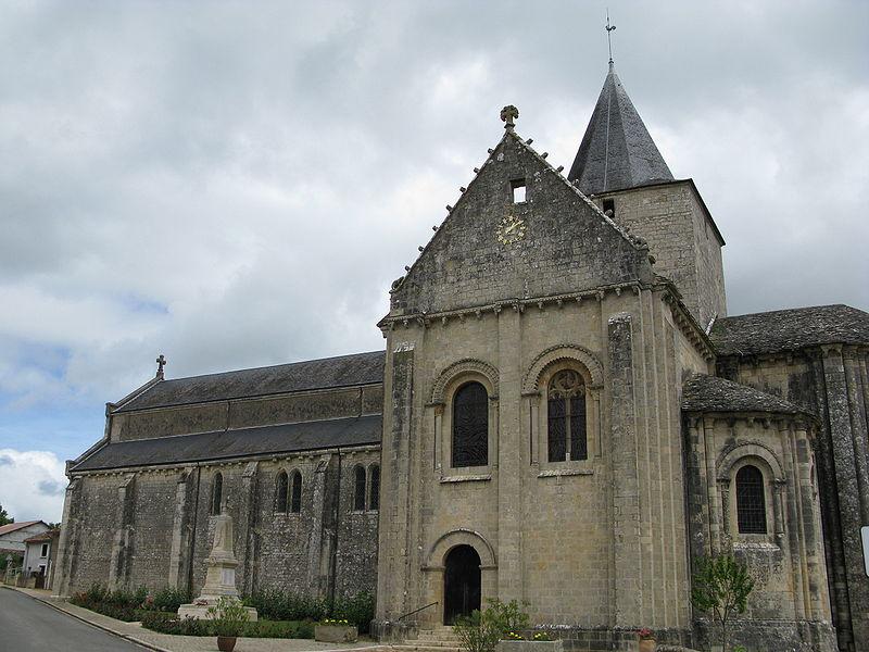 Photo du Monument Historique Eglise Saint-Jean-Baptiste situé à Jazeneuil