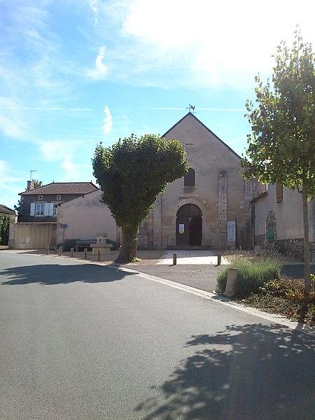 Photo du Monument Historique Eglise Saint-Hilaire situé à Leignes-sur-Fontaine