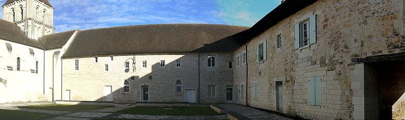 Photo du Monument Historique Ancien prieuré Notre-Dame situé à Lencloître