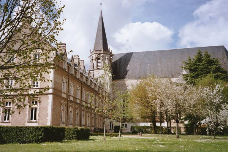 Photo du Monument Historique Ancienne abbaye Saint-Martin situé à Ligugé