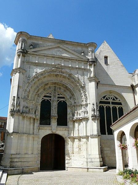 Photo du Monument Historique Eglise Saint-Pierre situé à Loudun