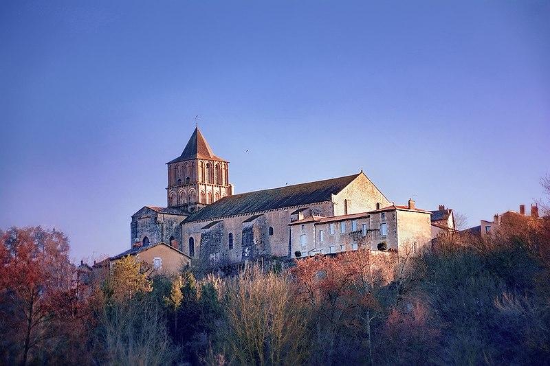 Photo du Monument Historique Eglise Notre-Dame-et-Saint-Junien situé à Lusignan