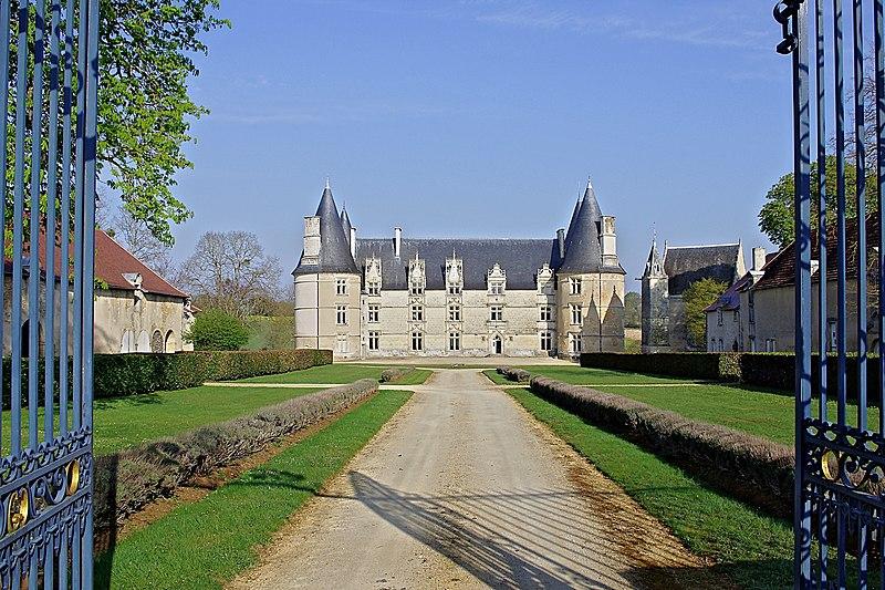 Photo du Monument Historique Château de La Roche-Gençay situé à Magné