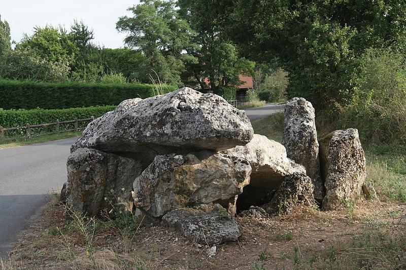 Photo du Monument Historique Dolmen de Loubressac situé à Mazerolles