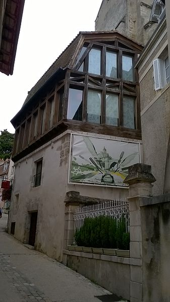 Photo du Monument Historique Maison dite du Brouard situé à Montmorillon