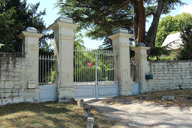 Photo du Monument Historique Château de la Tour-de-Naintré situé à Naintré
