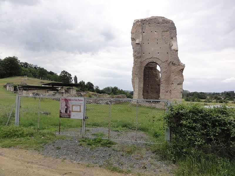 Photo du Monument Historique Théâtre gallo-romain (vestiges du) situé à Naintré