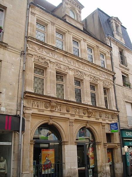 Photo du Monument Historique Hôtel Pélisson situé à Poitiers